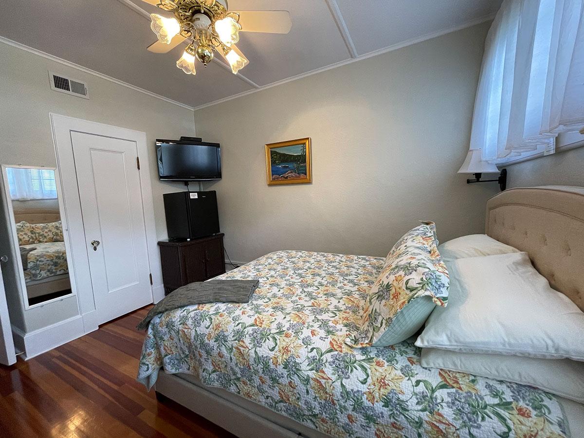 "Allayla Room 32"" flat screen tv and private bath"