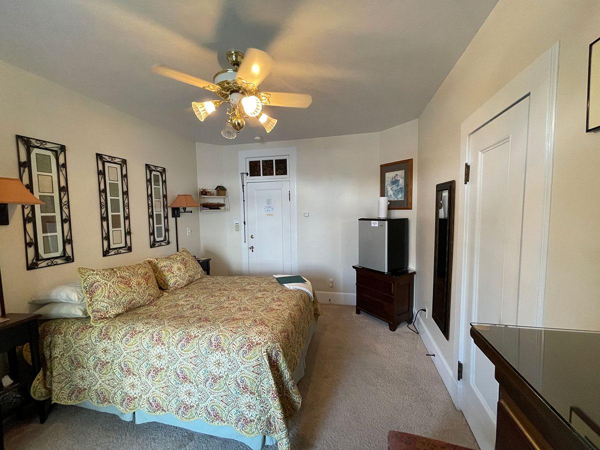 Mandy's Manor Room queen-size bed