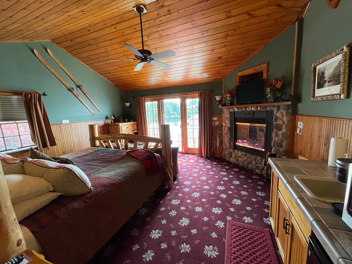 Mason's Adirondack Suite layout