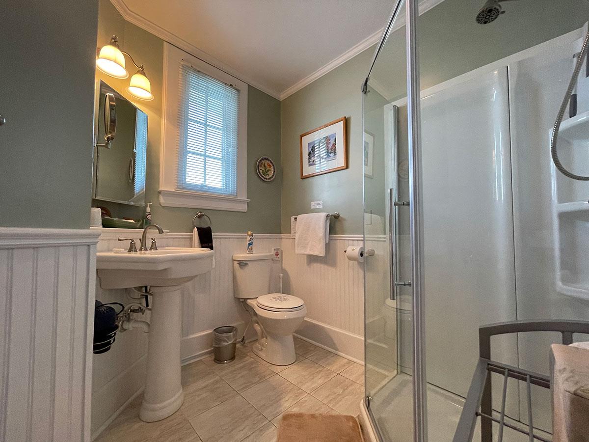 The Oliver Suite ensuite full bathroom